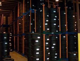 【最全】西安货架为你解析货架上的3D打印运动鞋距离我们有多远 药店货架是药店展示商品的主要工具