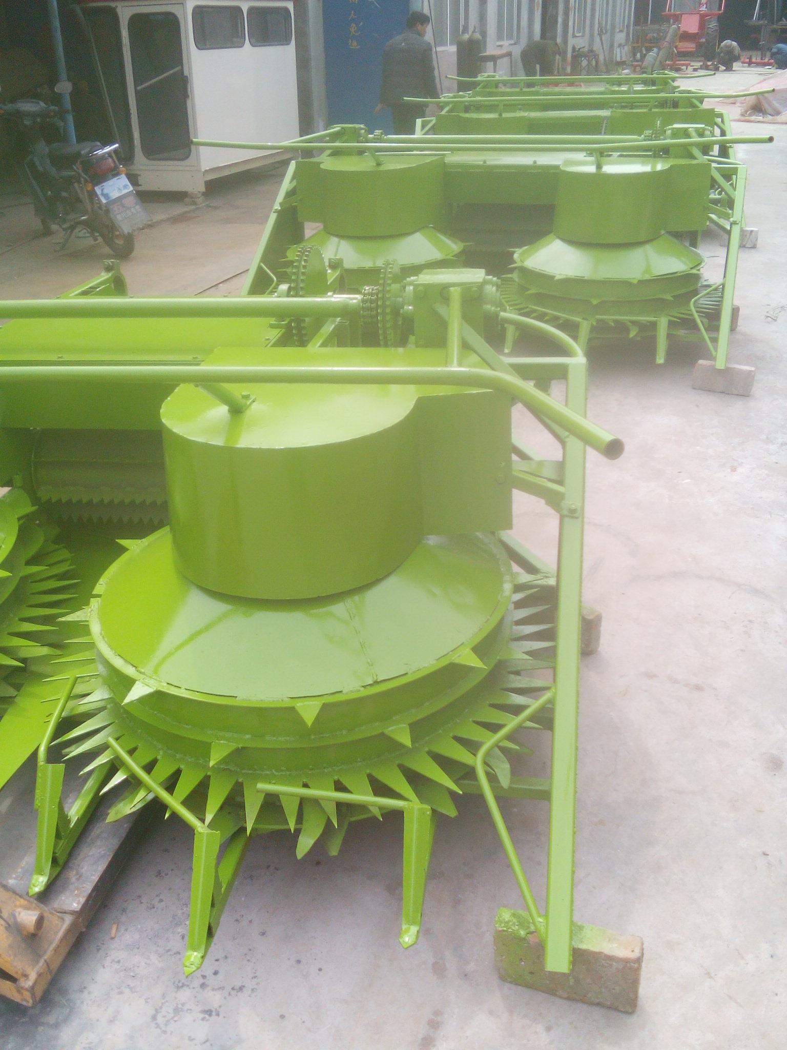 玉米杆回收机割台