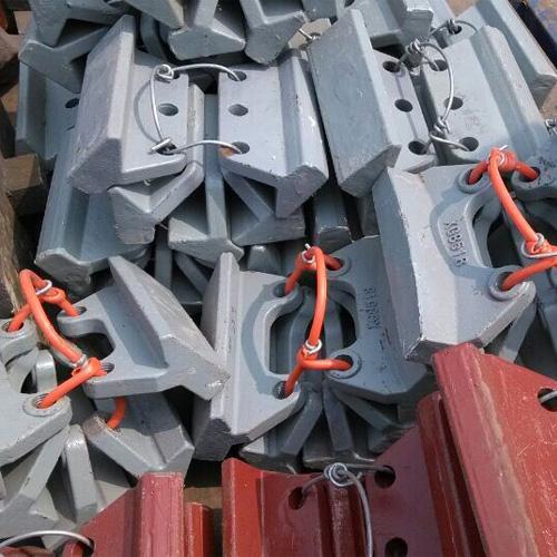 制砂机抛料头浅谈流道板的作用 浅谈冲击破配件维护问题