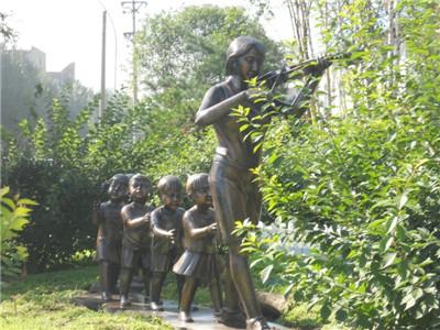 园林玻璃钢人物雕塑