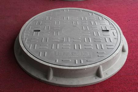 Electric double-layer manhole cover