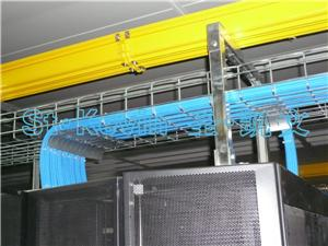 钢网桥架机柜顶部安装
