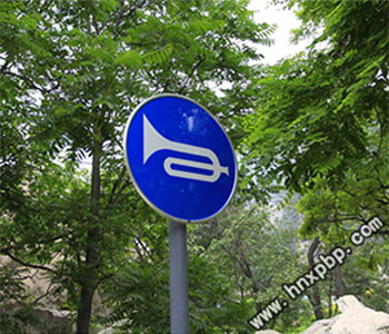 新乡交通安全标牌