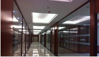 【多图】不锈钢玻璃隔断简介 不锈钢玻璃隔断介绍