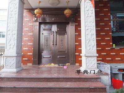 贵州对开铜门