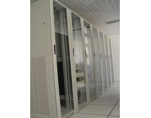 呈贡夹边玻璃门网络机柜