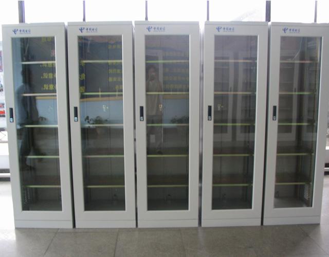 经典玻璃门网络机柜