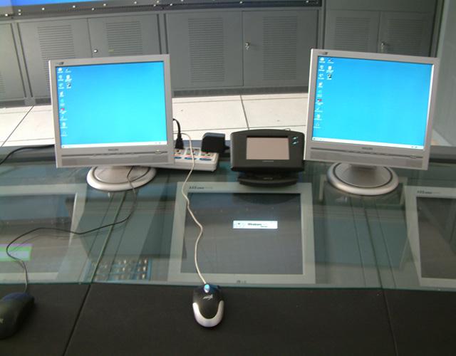 普洱玻璃台面双层操控台