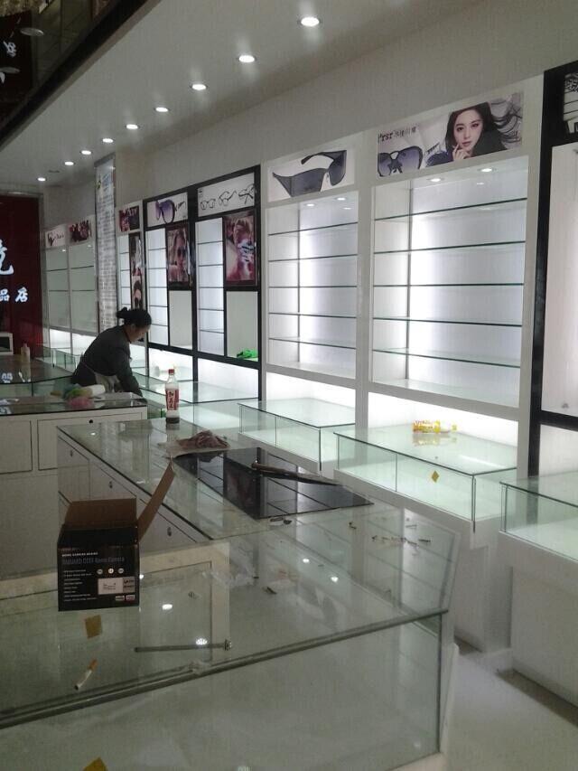 贵阳眼镜展柜设计