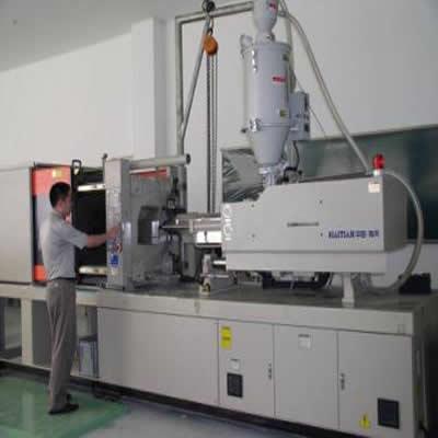 塑料注射成型机