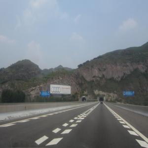 京承高速承德段K199公里处对牌
