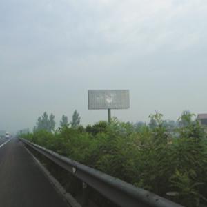 青银高速K595+100公里处单立柱
