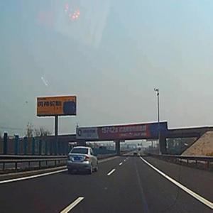 青銀高速K614+600公里處單立柱北側