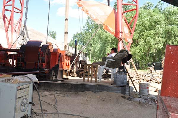 温泉钻井施工队