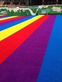 彩虹跑道草坪