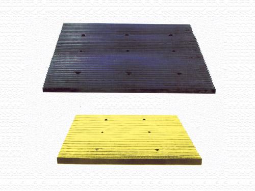 橡胶坡道减速板