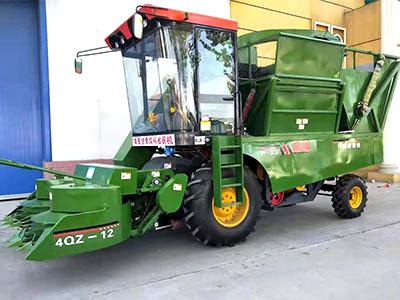 四驱玉米收割机
