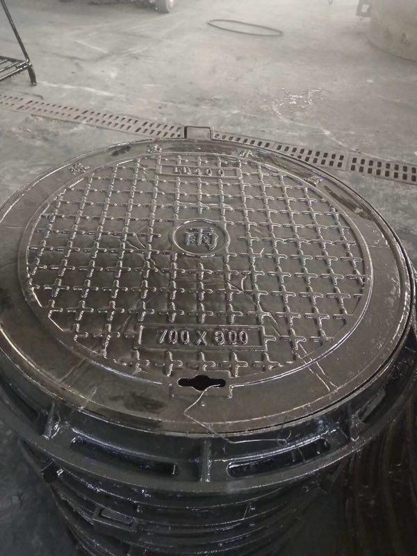 圆形铸铁井盖