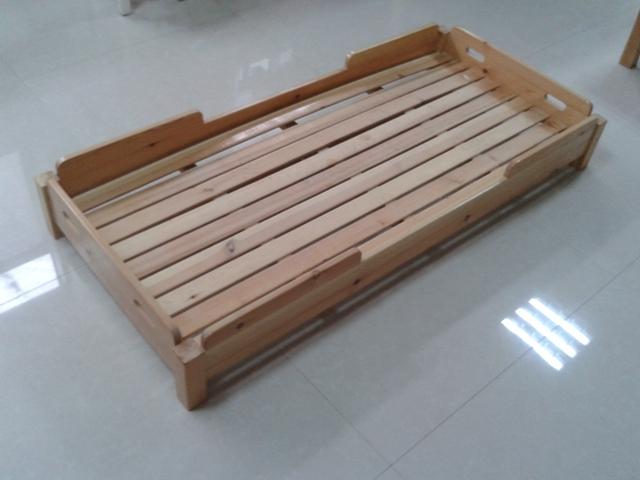 幼儿园实木小床