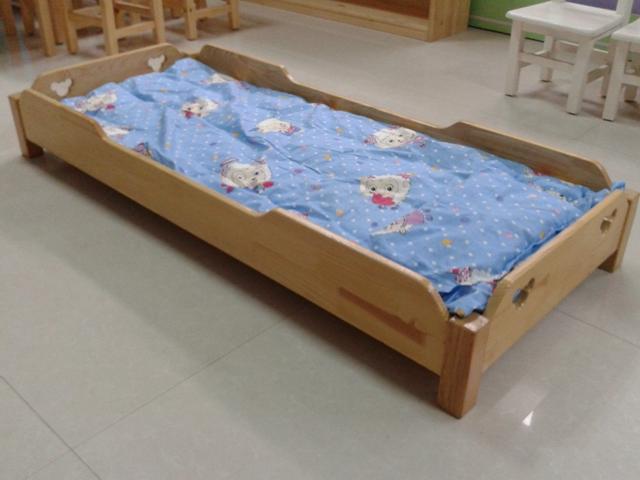 幼儿园午睡床