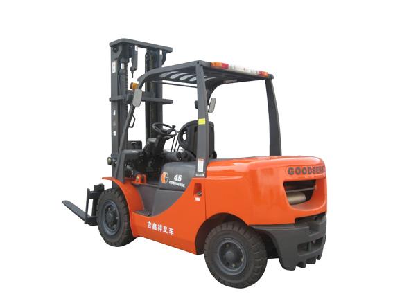 云南4.5T内燃平衡重式机械叉车