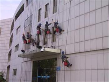 二七区高空玻璃幕墙清洗