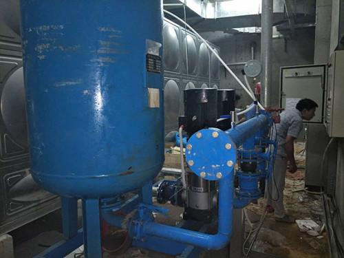 广西咸宁梓山湖北大邦实验立式多级不锈钢泵/恒压变频供水设备调试