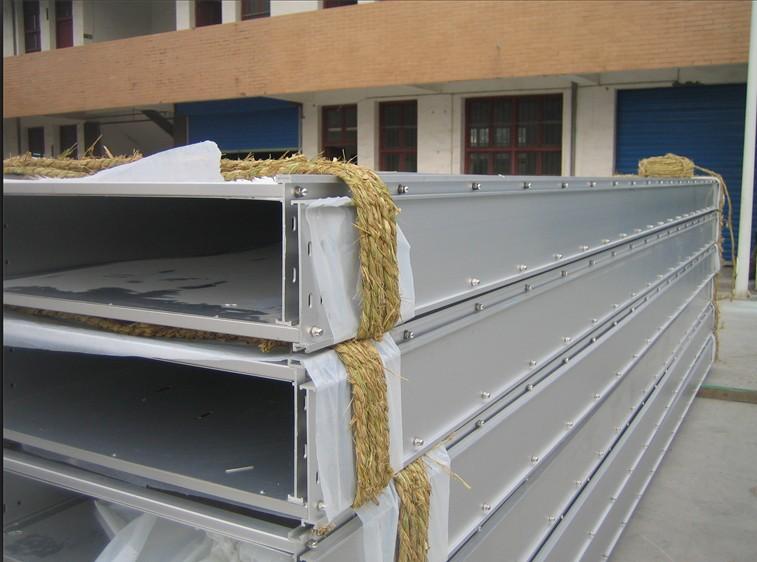 大跨距钢制槽式电缆桥架