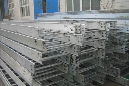 钢制梯级式电缆桥架