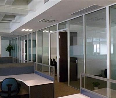 石家庄玻璃隔断厂家合理安装玻璃隔断彰显档次 玻璃隔断厂