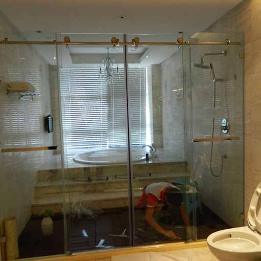 昆明�l生�g淋浴房