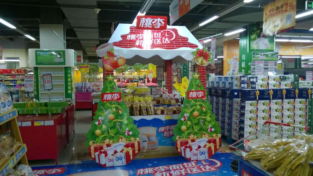 超市堆头制作-桃李圣诞节造型堆头制作
