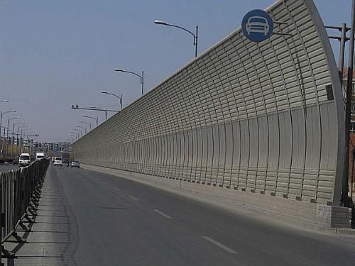 雲南昆明公路聲屏障廠