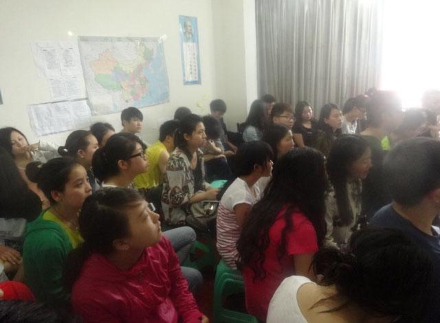 学生在听老师押题