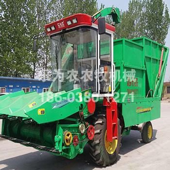 绿色玉米收获机