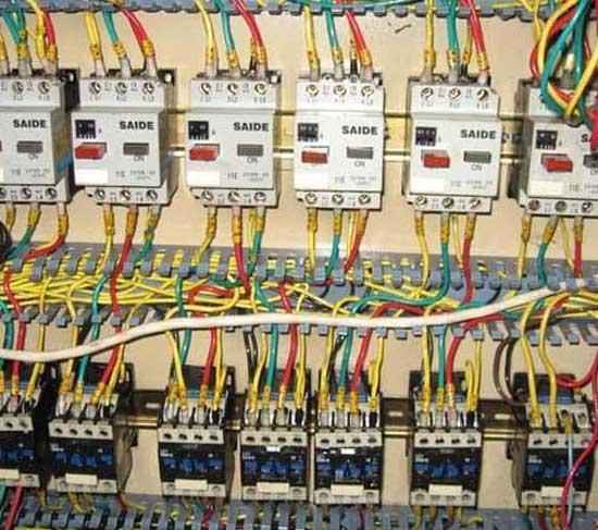 高,低压配电柜带电