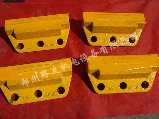【图文】制砂机抛料头在生产上的优势_制砂机耐磨块价格不一的原因