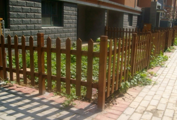 防腐木栅栏安装