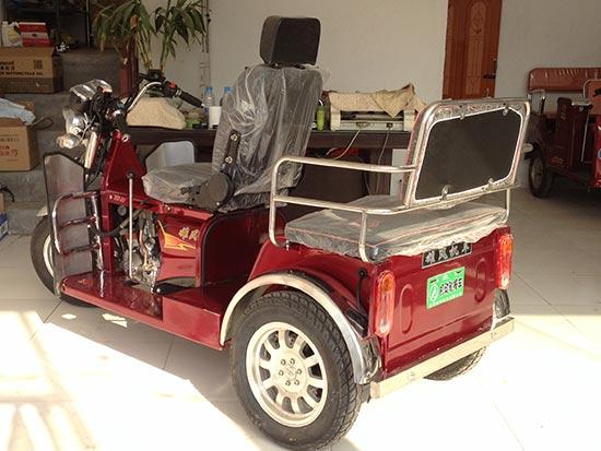 残疾人机动轮椅车