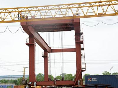 低起升型集装箱吊机