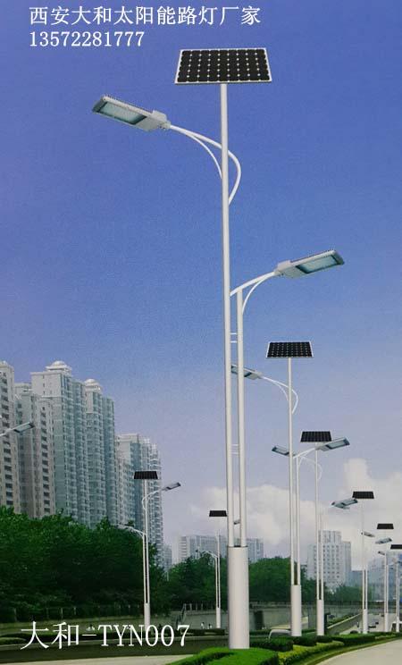太阳能双臂路灯