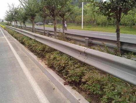南宁波形护栏
