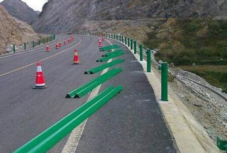 南宁波形护栏安装