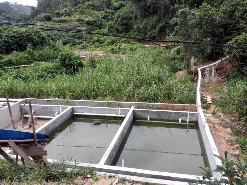�r村污水�理池