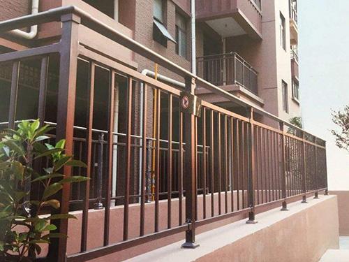 【图文】锌钢护栏可分为哪几类_细说锌钢阳台护栏的特点
