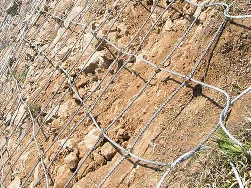 主动边坡防护网施工