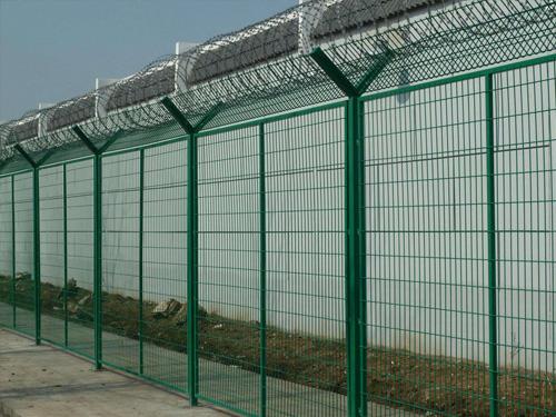【图文】道路护栏网有哪些防腐防锈工艺_为什么框架护栏网被广泛使用