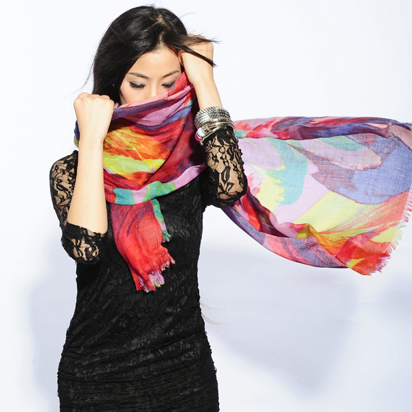 呼和浩特市羊绒围巾良好的吸湿性_艾斯凯米_羊绒围巾光泽柔和