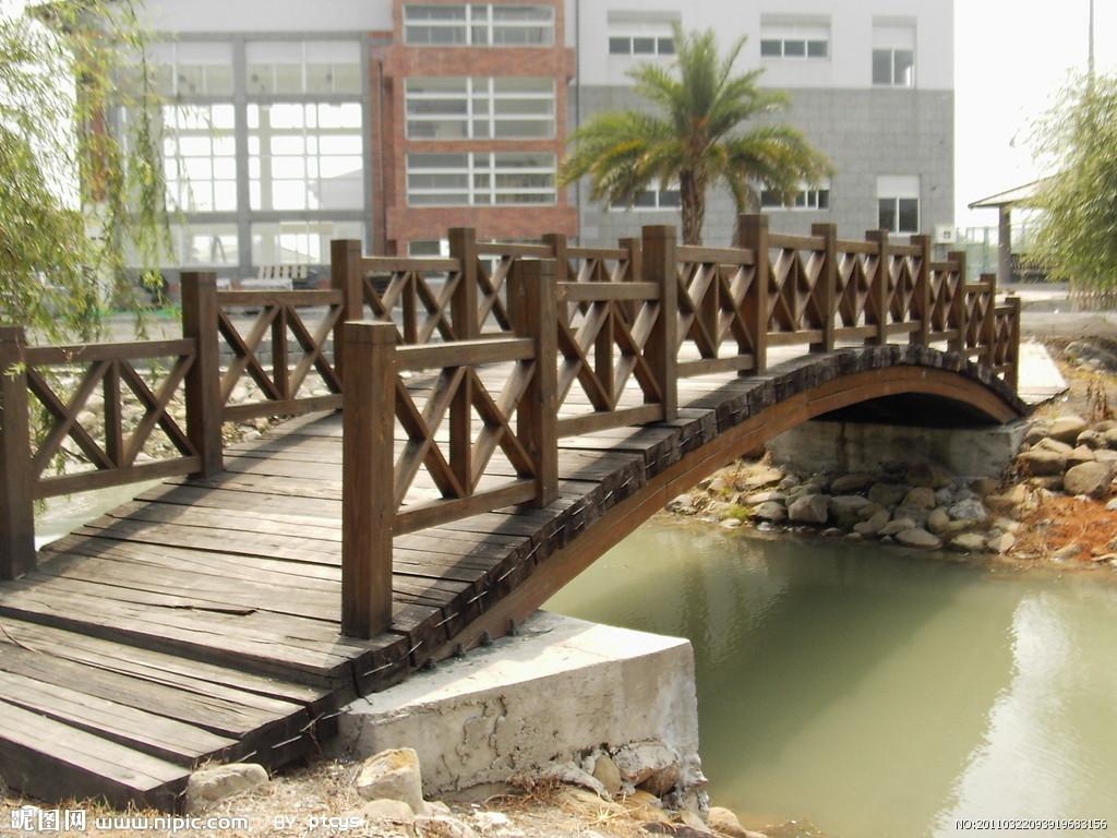 贵阳炭化木拱桥