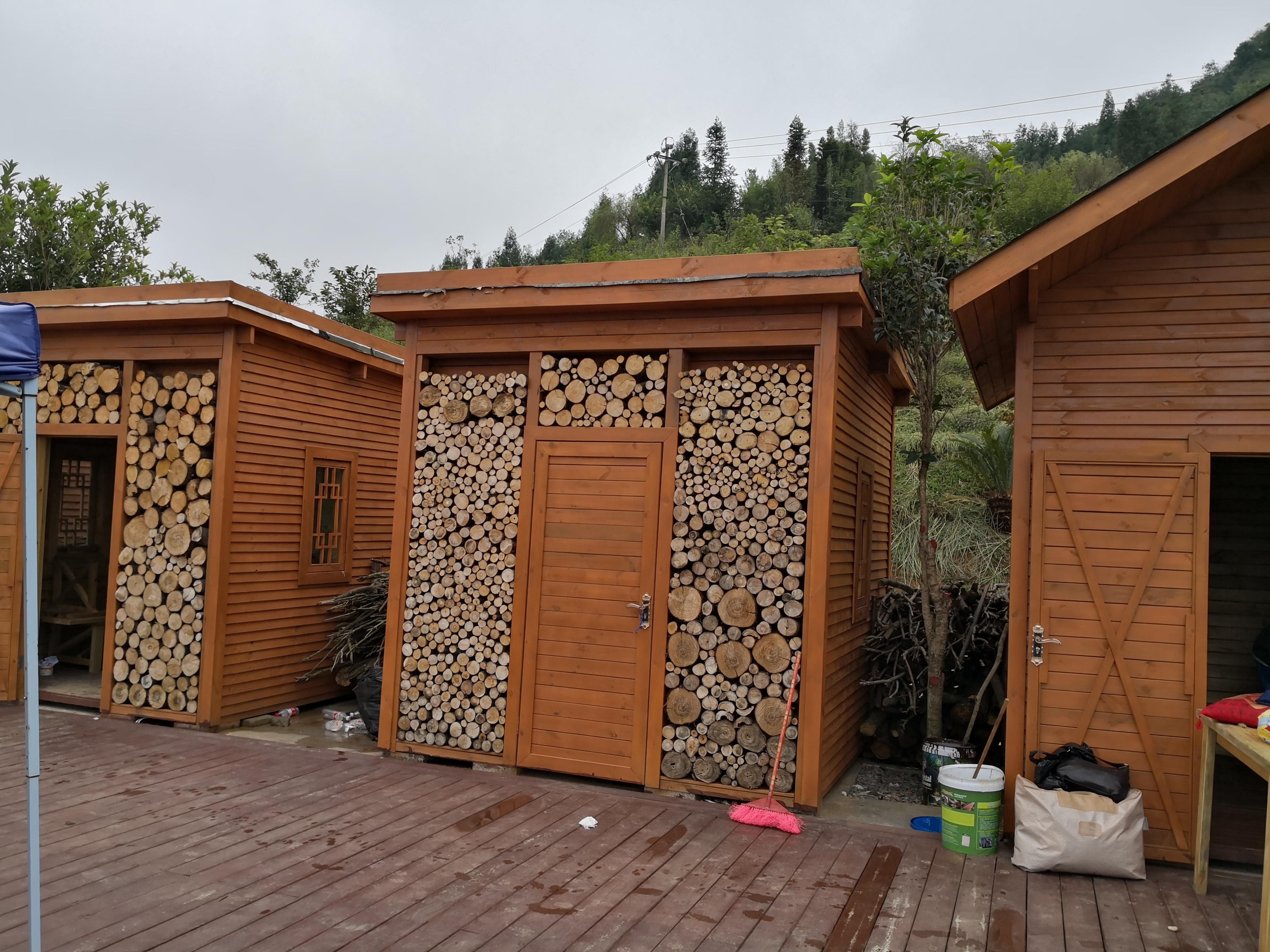 民宿防腐木房子